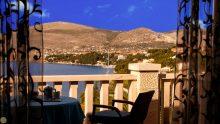 Terrace View Pape Suite